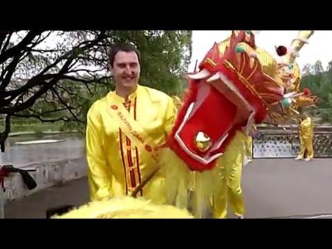 Китайский дракон и небесные феи: в Москве отметили Всемирный день Фалунь Дафа